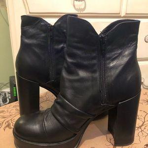 Unilace Shoes - Black Edgy Ankle Boots